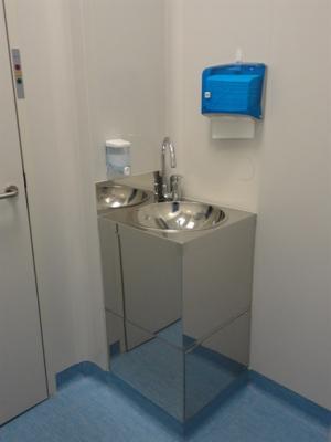 Cleanroom sinks