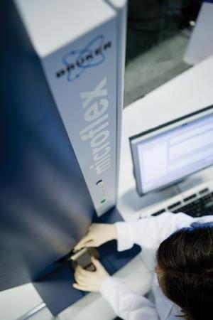 Overview microflex series - Highest performance bench-top MALDI-TOF MS - microflex | Bruker