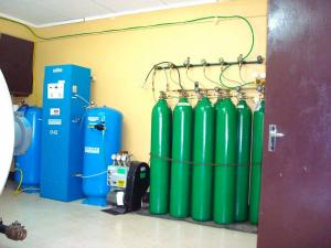 Medical grade oxygen generators to supply oxygen for hyperbaric chambers